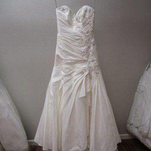 Maggie Sottero ivory bridal dress sz 10 NEW
